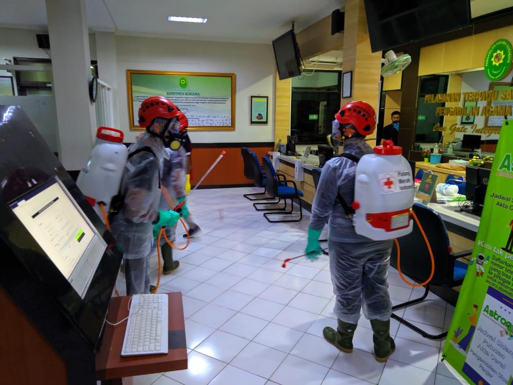 Antisipasi Penyebaran Covid-19 PMI lakukan Sosialisasi dan Penyemprotan desinfektan