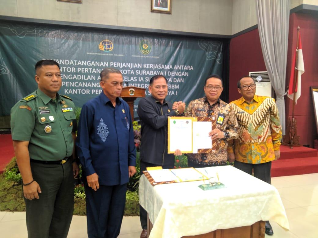 Penandatangan Perjanjian Kerjasama antara PA Surabaya dan BPN Surabaya 1
